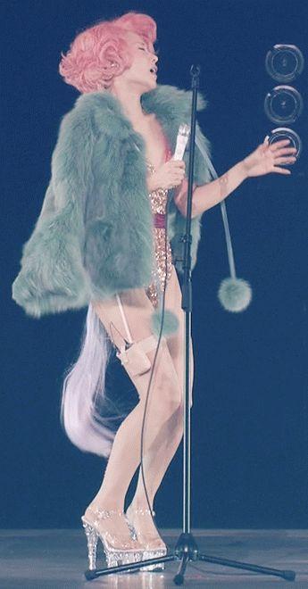 椎名林檎の髪型や衣装を語ってみたい