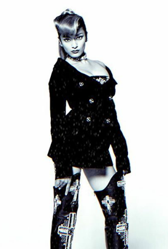 ローラ、「ジョジョの実写化いける」謎のプロジェクト写真にファン騒然