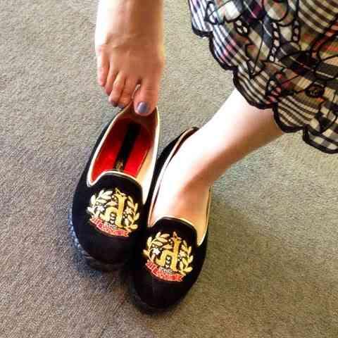 素足で靴の試着