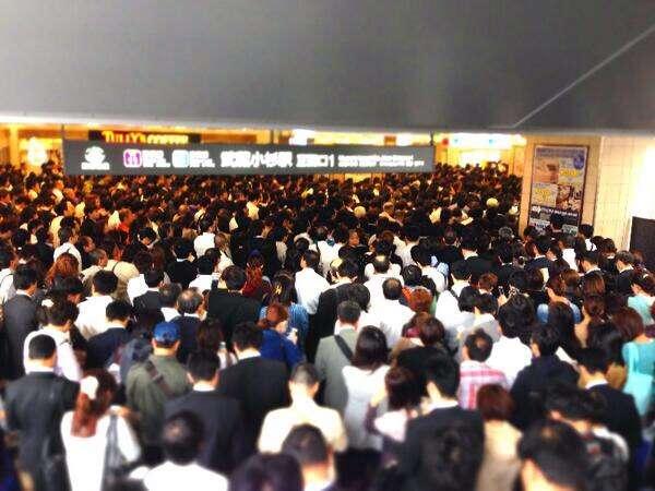 東西線の乗車率199%、いつ改善? 「2021年度に180%以下を目指す」と東京メトロ担当者