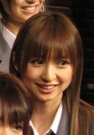 篠田麻里子、ミシンを操る姿を公開「こう見えても服飾専門学校…」