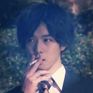隠れてタバコ、、(吸ってるよーって人)
