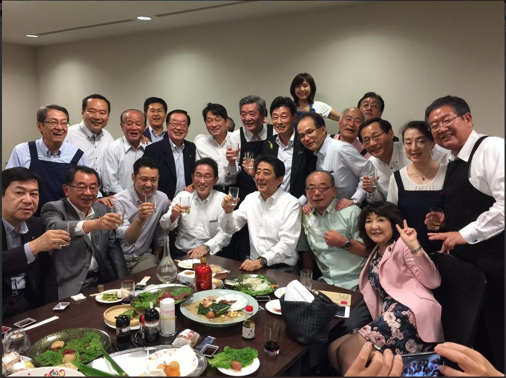 片山さつき議員のツイッター荒れ放題…大雨降る5日に「赤坂自民亭」記念写真