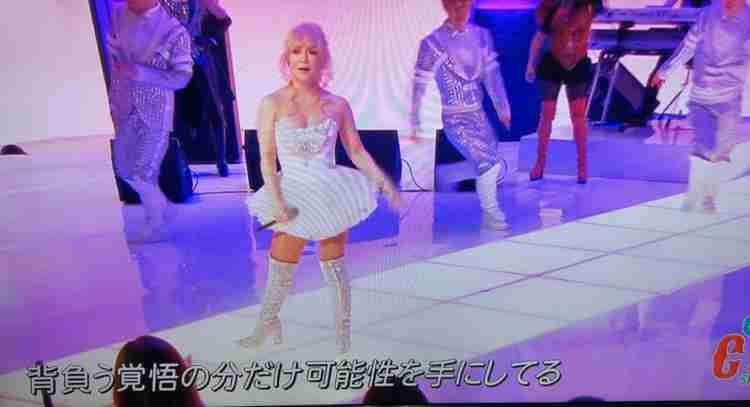 浜崎あゆみ、「背中も美しい!」引き締まったセクシーな後ろ姿に称賛の声