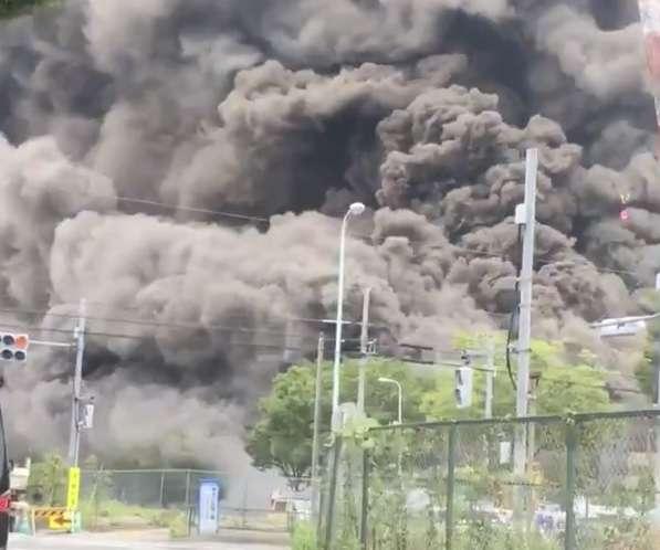 工事現場で火災 15人重傷 逃げ遅れの情報も 東京 多摩