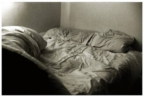 外泊先のベットで寝れますか?