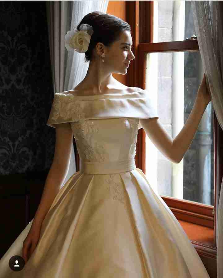 貧乳のウェディングドレス