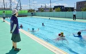 小学校プールで水難事故 女児が意識不明