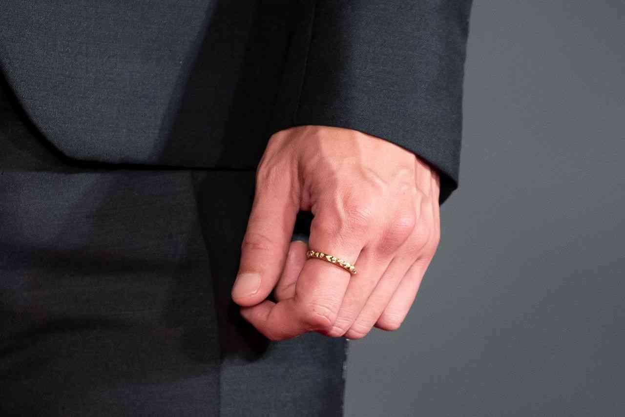 玉木宏が結婚報道後、初の公の場!人さし指には輝く指輪が
