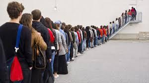 行列に並ぶ時に何考えてる?