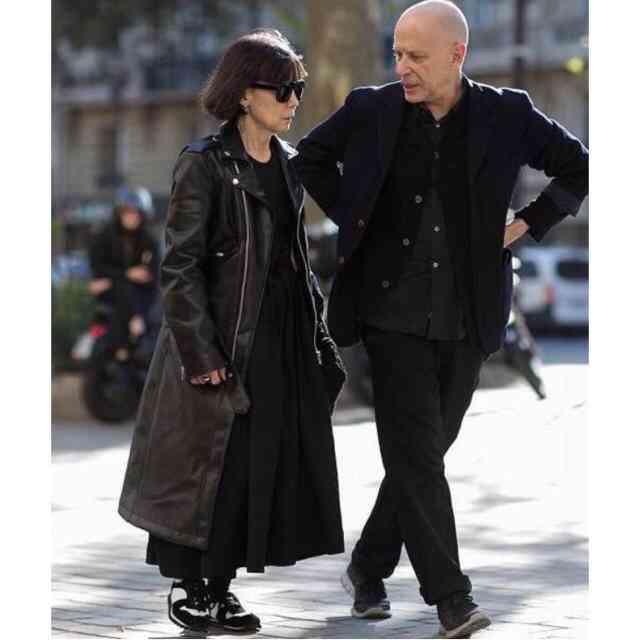 パリ・コレでも世界から注目 奇抜な日本人3人組の装い