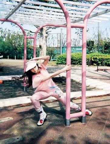 中条あやみ&ジョニデ娘リリー・ローズ、パリで美の競演「CHANEL」フロントロウで圧巻オーラ