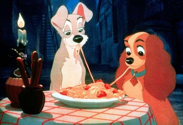 パスタを食べる時にスプーンは使いますか?