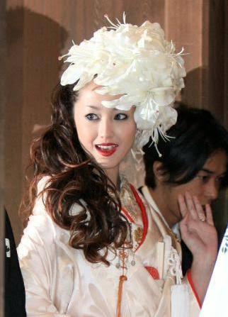 """菊地亜美、桂由美デザインの""""ウェディングドレス&和装姿""""を披露「プリンセス」「すごく綺麗」と話題に"""