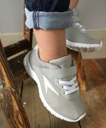 子供のスニーカー、何履かせてる?