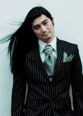黒髪ロングが似合う人