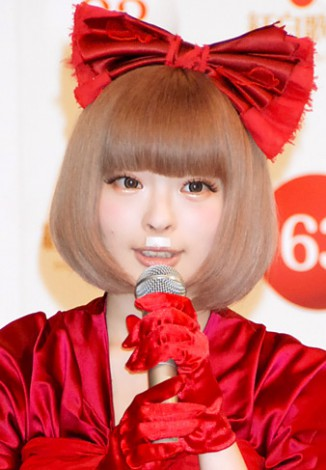 """きゃりーぱみゅぱみゅ、""""恋愛禁止""""のAKB48に同情、自身は""""恋愛自由""""を宣言"""