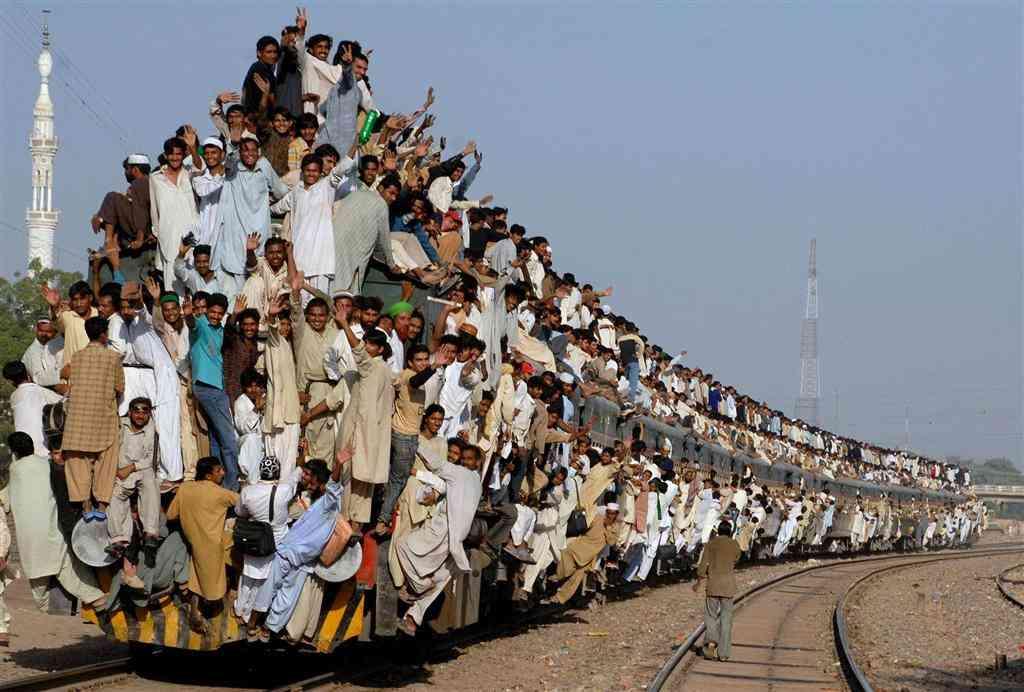 奇妙?外国人から見た東京の満員電車の写真18枚