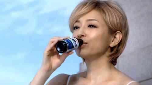 浜崎あゆみ、バックダンサー内山麿我との熱愛を公表「真剣にお付き合いしてます」
