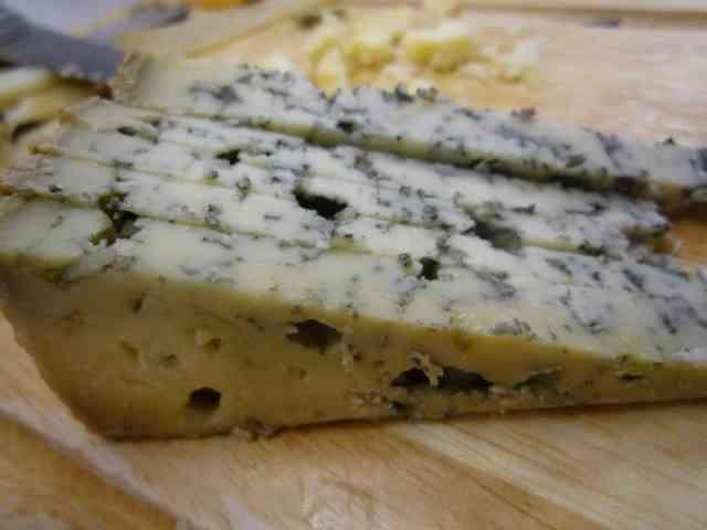 ファミマの新作チーズナゲットが臭すぎて全国で異臭騒ぎにwwww
