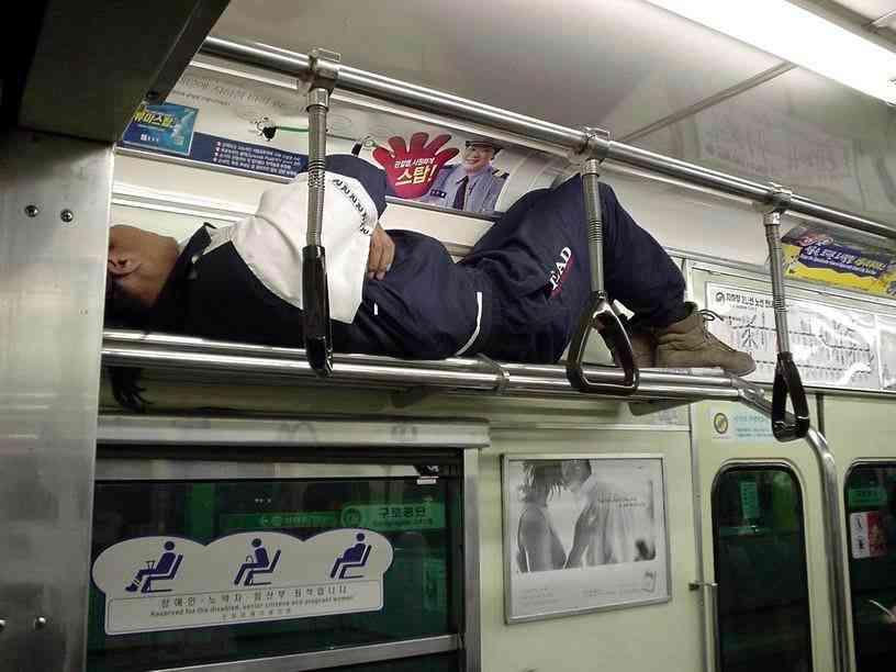 コレより迷惑な電車の乗り方ってある??