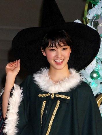 剛力彩芽さんの魔女風サンタ姿をご覧ください | ガールズちゃんねる - Girls Channel -