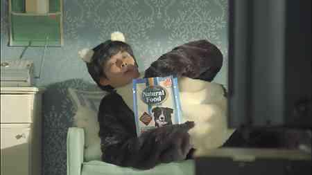織田裕二、CMで犬になりきり「ワンワン!」犬の着ぐるみ姿を披露