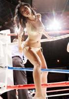 壇蜜がボクシング世界戦で「お年賀」と称し、リングからパンツをプレゼント