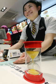 マクドナルド原田社長「おかしい…顧客が戻らない…」「もはや100円メニューにお得感はない」