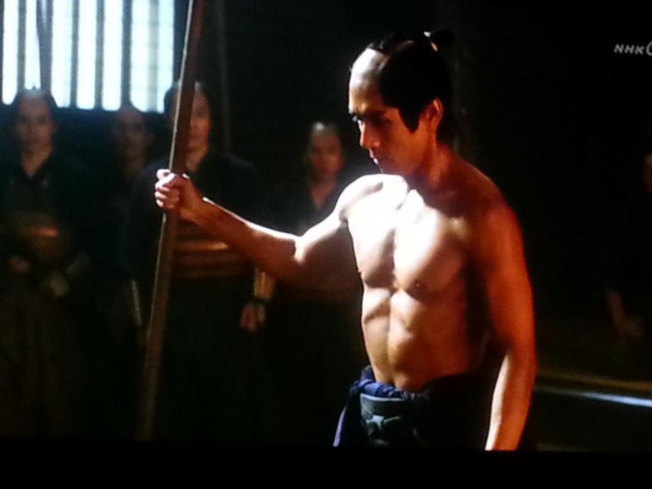これぞ肉体美!鍛え上げられた西島秀俊の体をご堪能ください