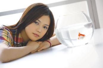 YUI、「flower flower(フラワー・フラワー)」というアーティスト名でライブハウスに飛び入り出演