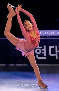 【スケート】韓国で浅田真央の衣装の羽根が問題に…「羽根が氷上に落ちれば他の選手に被害を与えるのでは」など悪評を出す