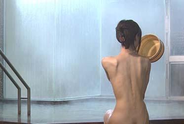 26歳男、女装して女湯侵入!ガニ股で気付かれる