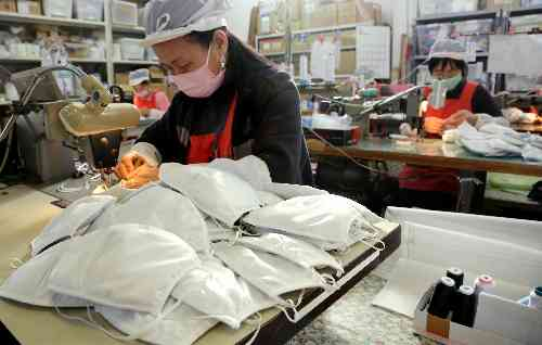 朝日新聞デジタル:PM2・5マスク、注文殺到 中国大気汚染で愛知の業者 - 社会
