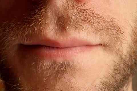 信じられないことにイギリスで「男同士のキス」が大流行