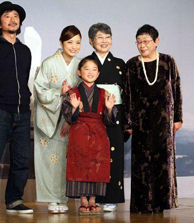 上戸彩、おしんの母親役!「感謝とプレッシャー」…映画「おしん」制作会見