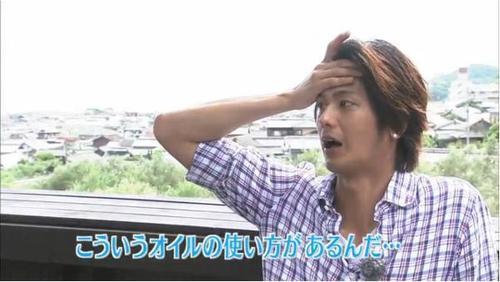 日本の速水もこみちは料理にオリーブオイルを使うだけだが、海外の速水もこみちは直で飲む