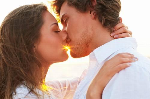 カップルの7割が「おはようのキス」で目覚めている!?