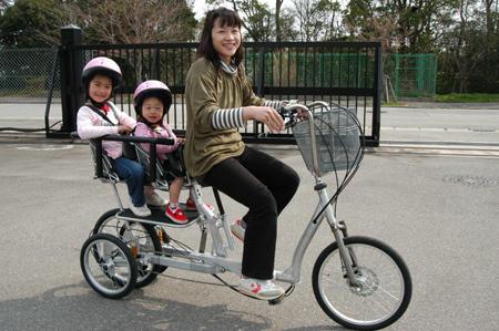 自転車の前後に子供乗せる ... : 3人乗り 自転車 電動 おしゃれ : 自転車の