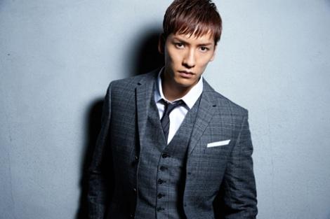 KEITA名義でソロデビューするw-inds.の橘慶太がデビュー曲のミュージックビデオで話題の肉体美を公開