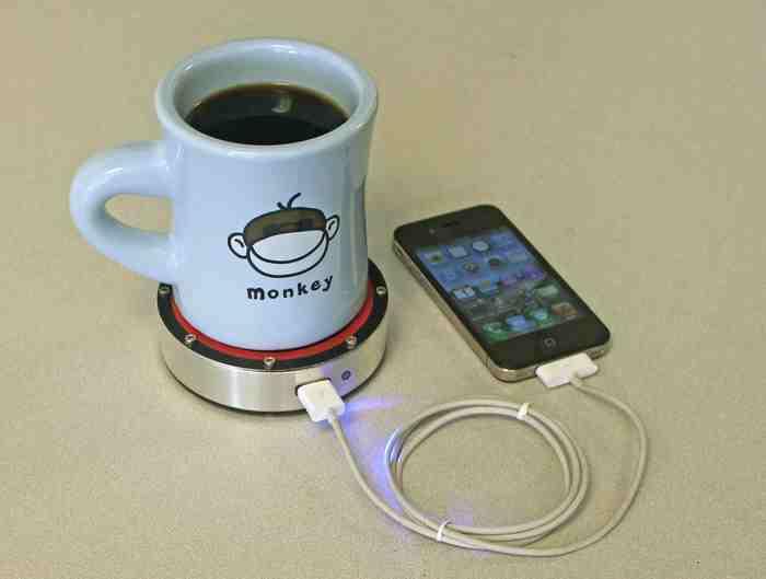 置かれた飲み物の温度を利用して携帯電話を充電できる発電装置「Epiphany onE Puck」がスゴイ!!
