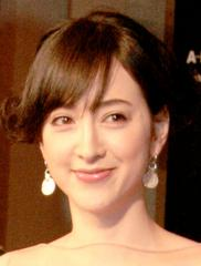 滝川クリステル フランス仕込み 巨乳ヘア写真集発売へ - 週刊実話