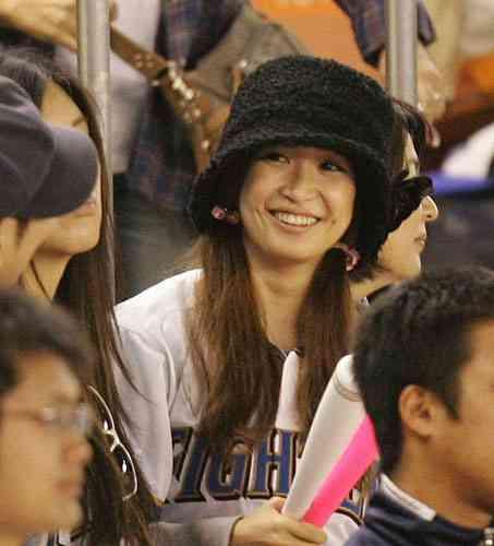 紗栄子がランジェリー姿披露。私物満載ファッション本
