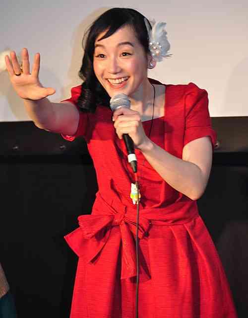 篠原ともえが夕張で熱唱 元シノラーたちが喝さい…映画「猫と電車 ねことでんしゃ」で初主演