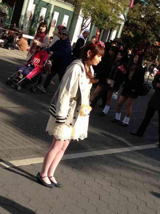 【悲報】しょこたんこと中川翔子が夢と魔法の国でぼっちにwww