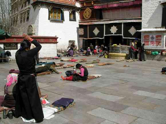 チベットの食堂に入ると「中国人か?」と聞かれることがある → 日本人だと言うと歓迎されるw