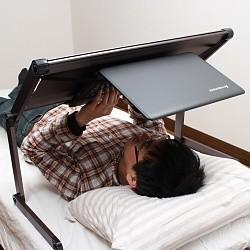 あお向けゴロ寝でノートPCを使いたい人のために作られた「机」