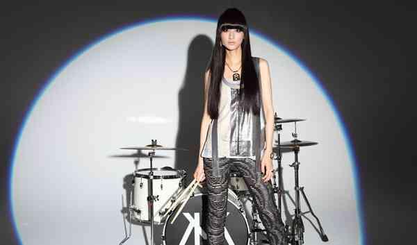 美人ドラムボーカルのシシド・カフカ、CM初出演「プリッツ」
