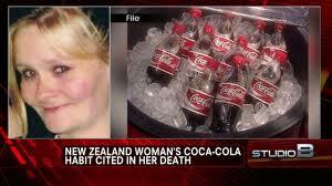 コカ・コーラ1日10リットル飲んでた女性死亡→遺族「コーラに危険と書かれてなかった」…ニュージーランド