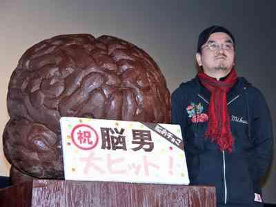 生田斗真、かじったチョコをファンにプレゼント!まさかの逆チョコに会場からは悲鳴 - シネマトゥデイ